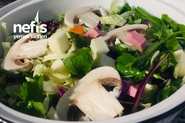 Mantarlı Bol Yeşillikli Salata Diyet Tarifi
