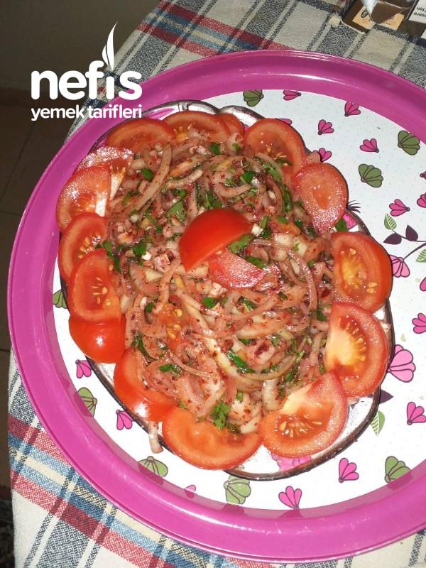 Sogan Salatası