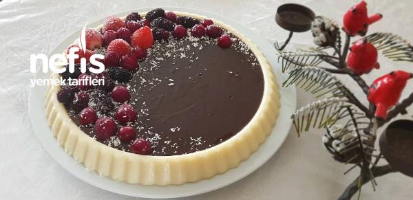 Tart Kalıbında Çikolata Soslu İrmikli Tatlı