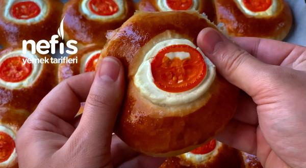 Kahvaltıda Kapış Kapış Gidecek Mini Pizza Tarifi (Videolu)