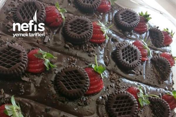 Yumuşacık Bol Çikolatalı Pasta Tarifi