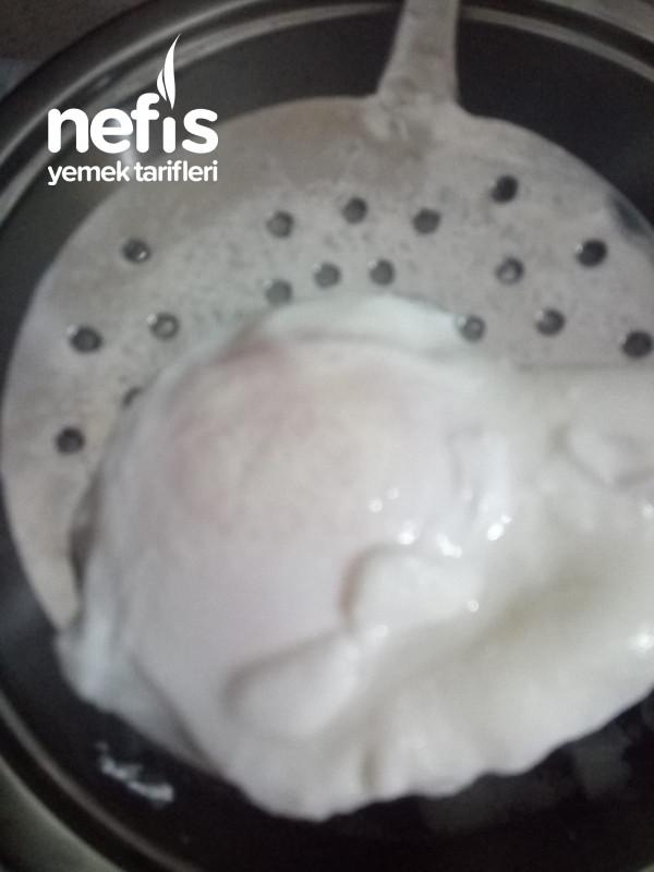 Egg Benedict (Hollandez Soslu Poşe Yumurta)