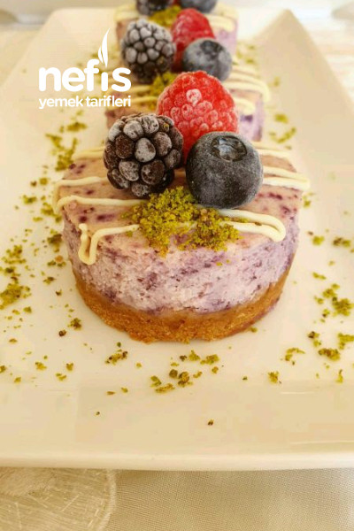 Yaban Mersinli Mini Cheesecake