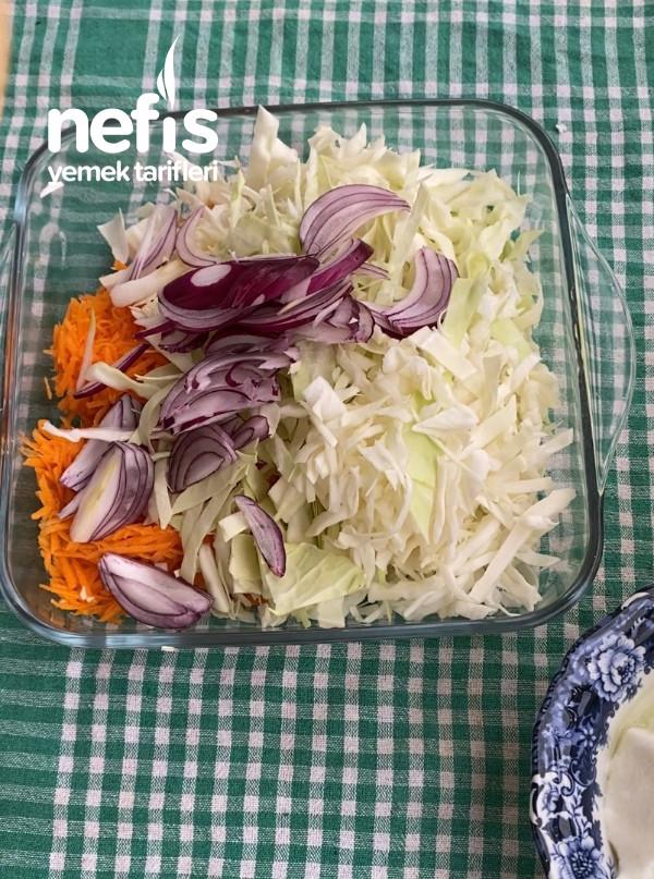 Tavuk Şinitzel Ve Coleslaw (Beyaz Lahana Salatası)