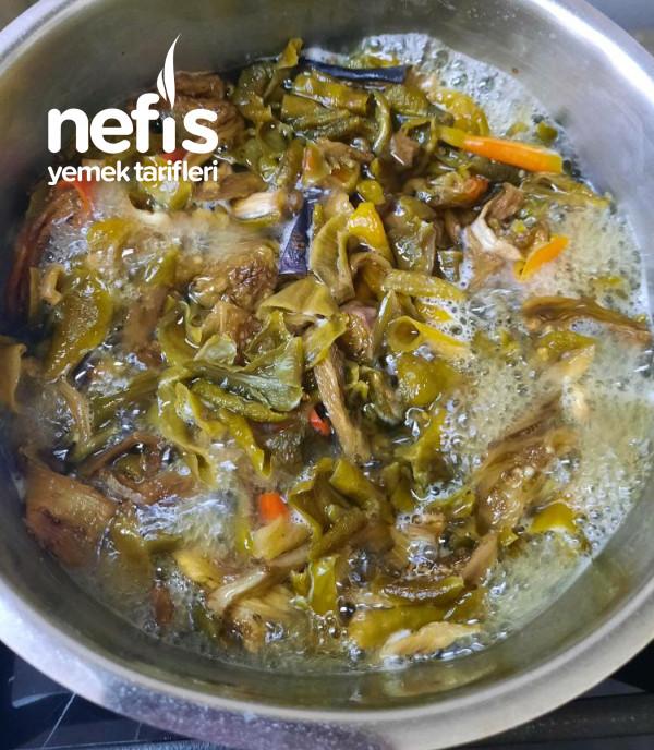 Yoğurtlu Kuru Patlıcan ve Biber Salatası
