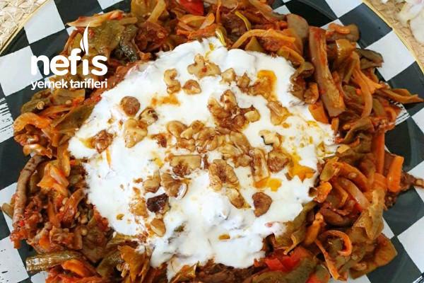 Yoğurtlu Kuru Patlıcan ve Biber Salatası Tarifi