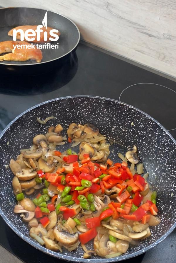 Fırında Sebzeli Mantar Soteli Tavuk