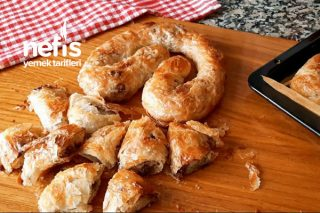 Börekçilerde Satılan Kıymalı Böreğin Orijinal Tarifi (Videolu)