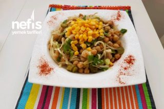Davet Sofralarınızın Vazgeçilmezi Olacak Bol Yeşillikli Nohut Salatası Tarifi