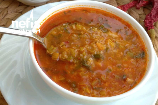 Ekşili Ispanak Çorbası (Damaklarda İz Bırakacak) (Videolu)