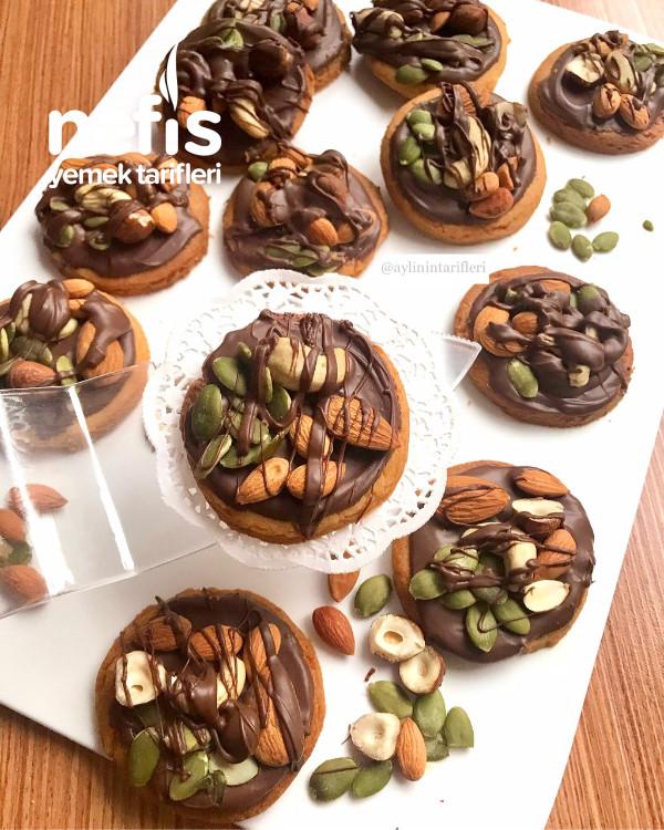 Çikolatalı Bol Kuruyemişli Kurabiye