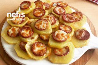 Yapımı Pratik Kahvaltılık Sucuklu Patates Dilimleri Tarifi