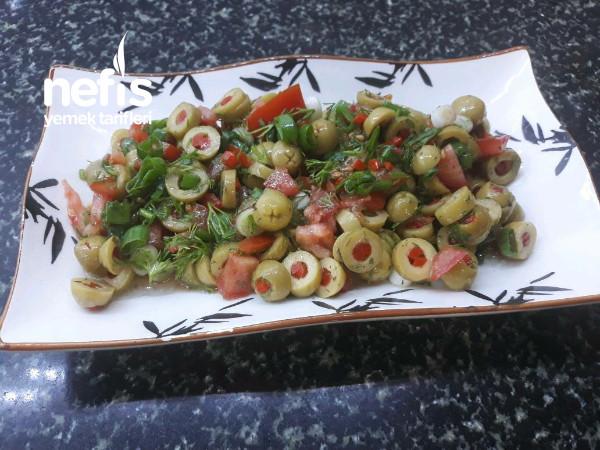 Yeşil Zeytin Salatası