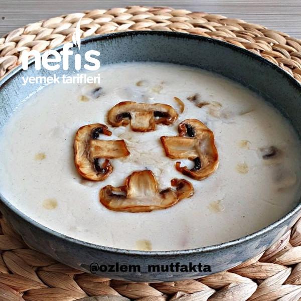 Krema Tadında Sütlü Mantar Çorbası