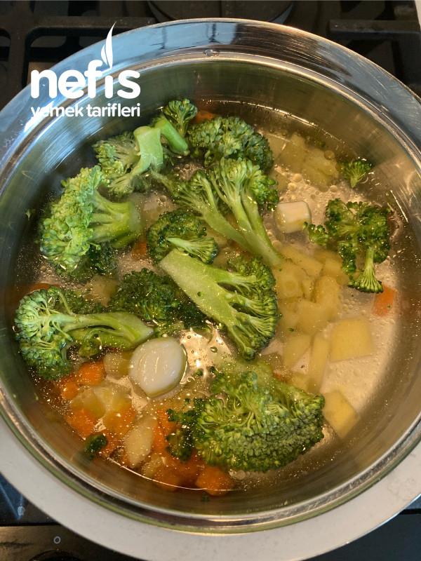 Bebek Brokoli Çorbası +6 Aylık