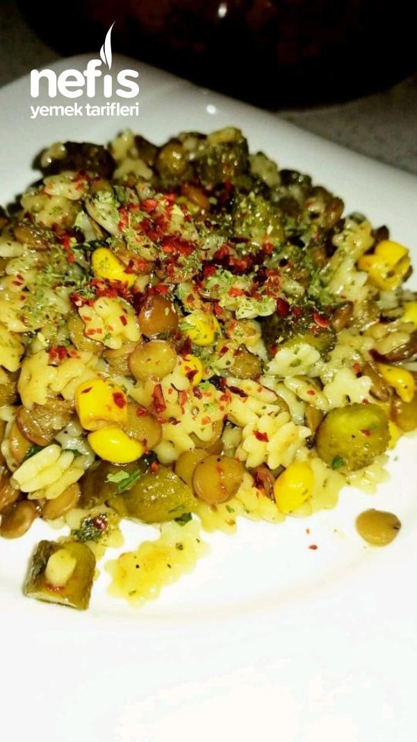 Yeşil Mercimekli Makarna Salatası