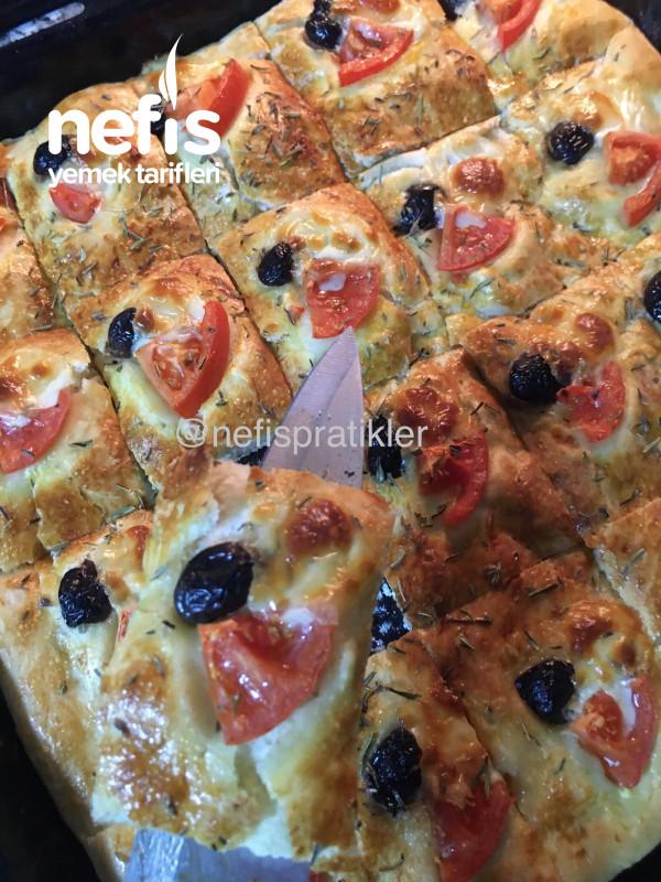 Az Malzemeli Çok Lezzetli Pizza