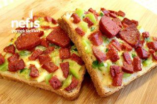 Enfes Kahvaltılık Açık Tost Pizzası Tarifi