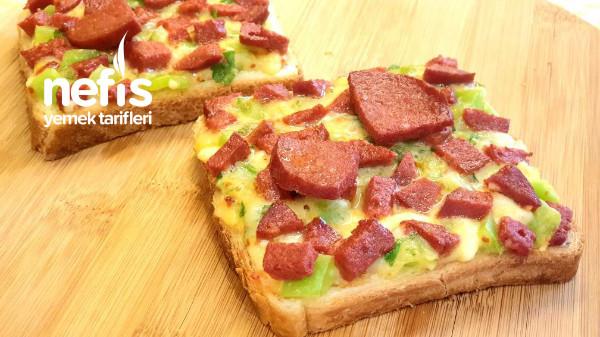 Enfes Kahvaltılık Açık Tost Pizzası