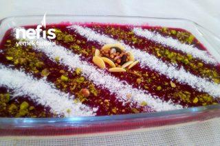 İki Renkli Meyveli Sütlü Tatlı Tarifi