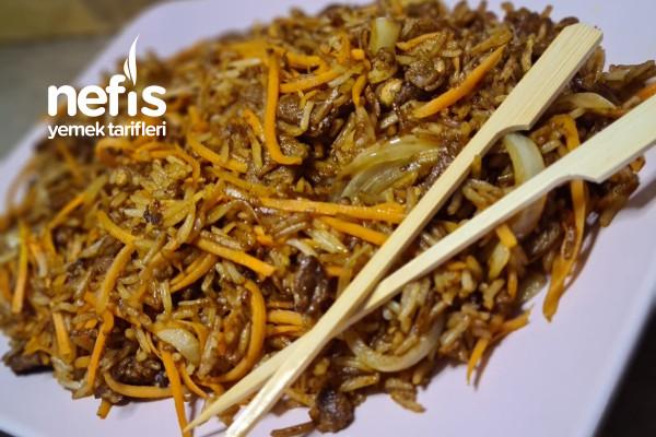 Soya Soslu Sebzeli Çin Pilavı
