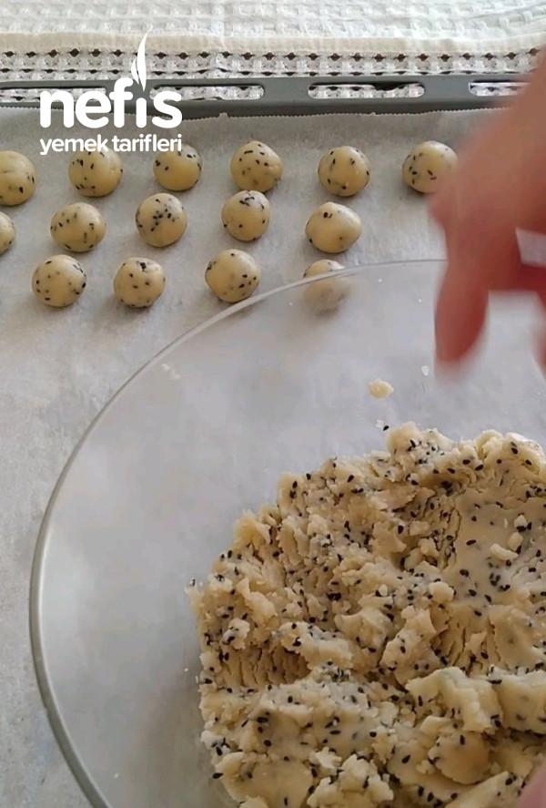 Çörek Otlu Minik Kurabiyehem Tatlı Hem Tuzlu Çerez Gibi