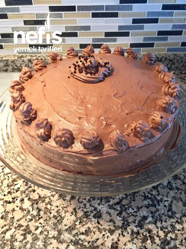 Bol Çikolatalı Yaş Pasta