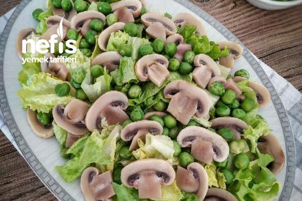 Mantarlı Bezelyeli Marul Salatası