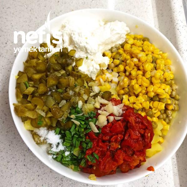 Közlenmiş Kırmızı Biberli Patates Salatası