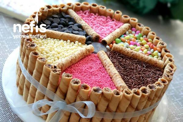 Süslü Pasta (Çocuklar Buna Bayılacak)