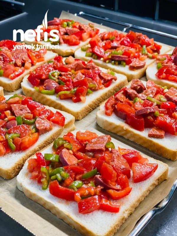 Kahvaltılık Nefis Domatesli Sucuklu Ekmek Dilimleri