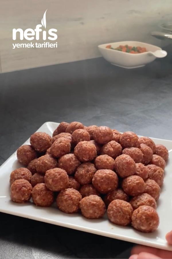 Patates Püresi Eşliğinde Bezelyeli Misket Köfte
