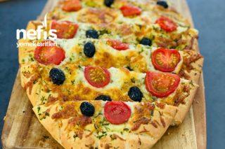 Kahvaltı Sofralarının Vazgeçilmezi Nefis Sarımsaklı Domatesli Ekmek Tarifi