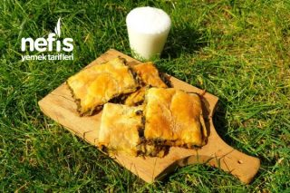Bezelere Ayırmadan 14 Katlı El Açması Ispanaklı Börek (Videolu) Tarifi