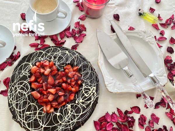 kalp şekilli çilekli mozaik pasta ( sevgililer günü pastası/ doğum günü pastası)