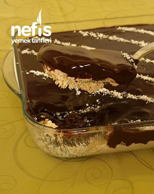 Tadı Müthiş Yapımı Pratik Çikolata Soslu Kaşık Tatlısı