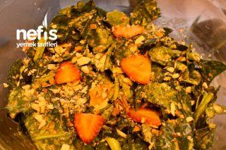 Çilekli Bademli Ispanak Salatası Tarifi