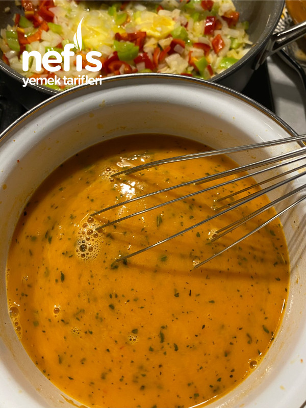Hellim Peynirli Tarhana Çorbası