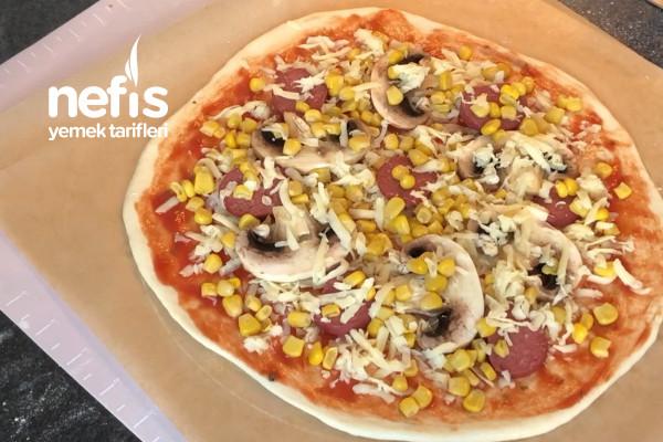Taş Fırın Lezzetinde Pizza Tarifi (Püf Noktaları İle)