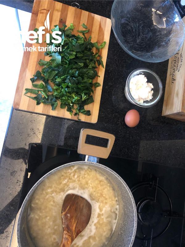 Ispanaklı Buğdaylı Yoğurt Çorbası