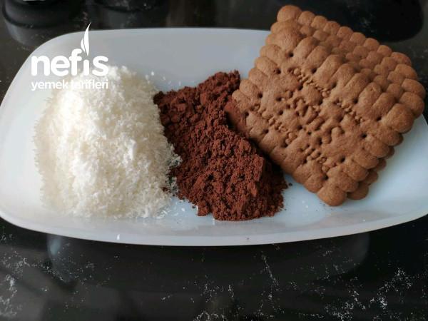 Bisküvili Hindistan Cevizli İrmik Tatlısı