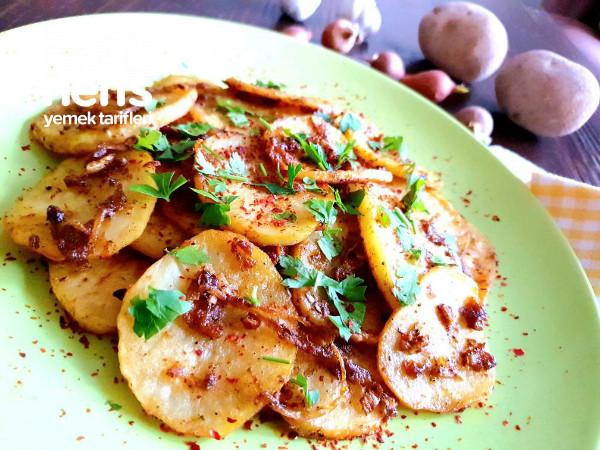 Karamelize Soğanlı Ve Baharatlı Lokum Gibi Fırın Patates