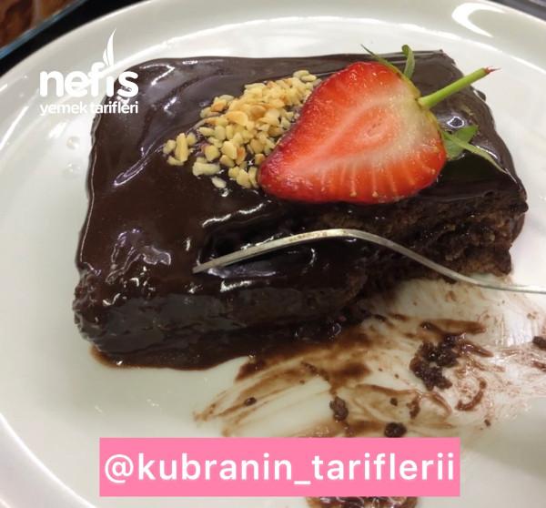 Yiyenlerin İçinde bolca Çikolota Var Sanacağı Islak Kek