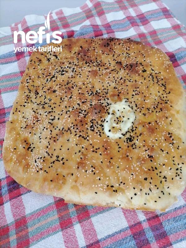 Yumurtalı Ramazan Pidesi (Hamuru Kaşıkla El Değmeden)