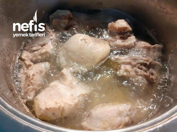Tavuklu Şehriyeli Yoğurt Çorbası