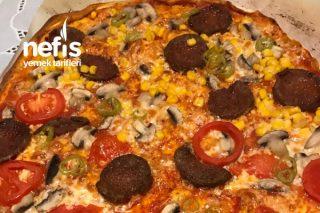 Enfes Pizza (Sizi Şef Sanacaklar İddia Ediyorum) Tarifi