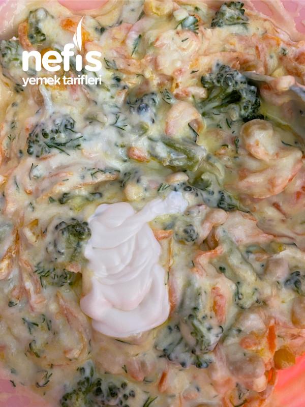 Brokoli Havuçlu Yoğurtlu Salata