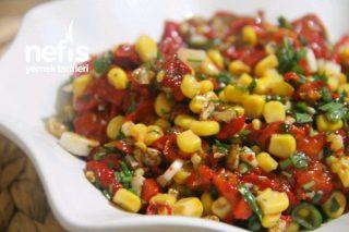5 Dakikada Közlenmiş Kırmızı Biber Salatası Tarifi