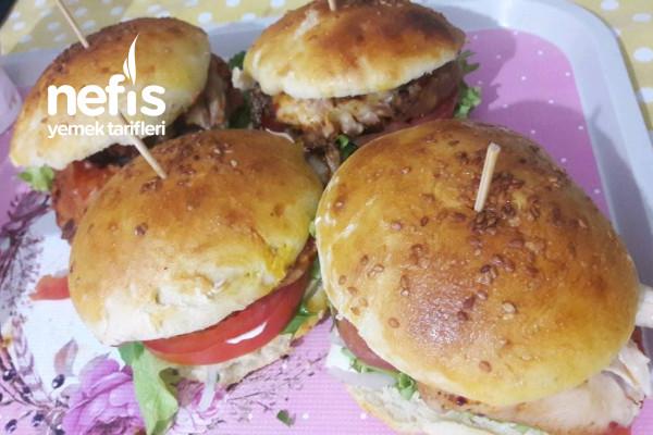 Ezberleri Bozan, Tavuk Izgara hamburger