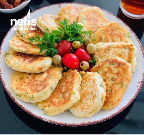 Kahvaltılara Sahura Hazırlayabileceğiniz Çok Pratik Bir Lezzet Peynirli Pankek